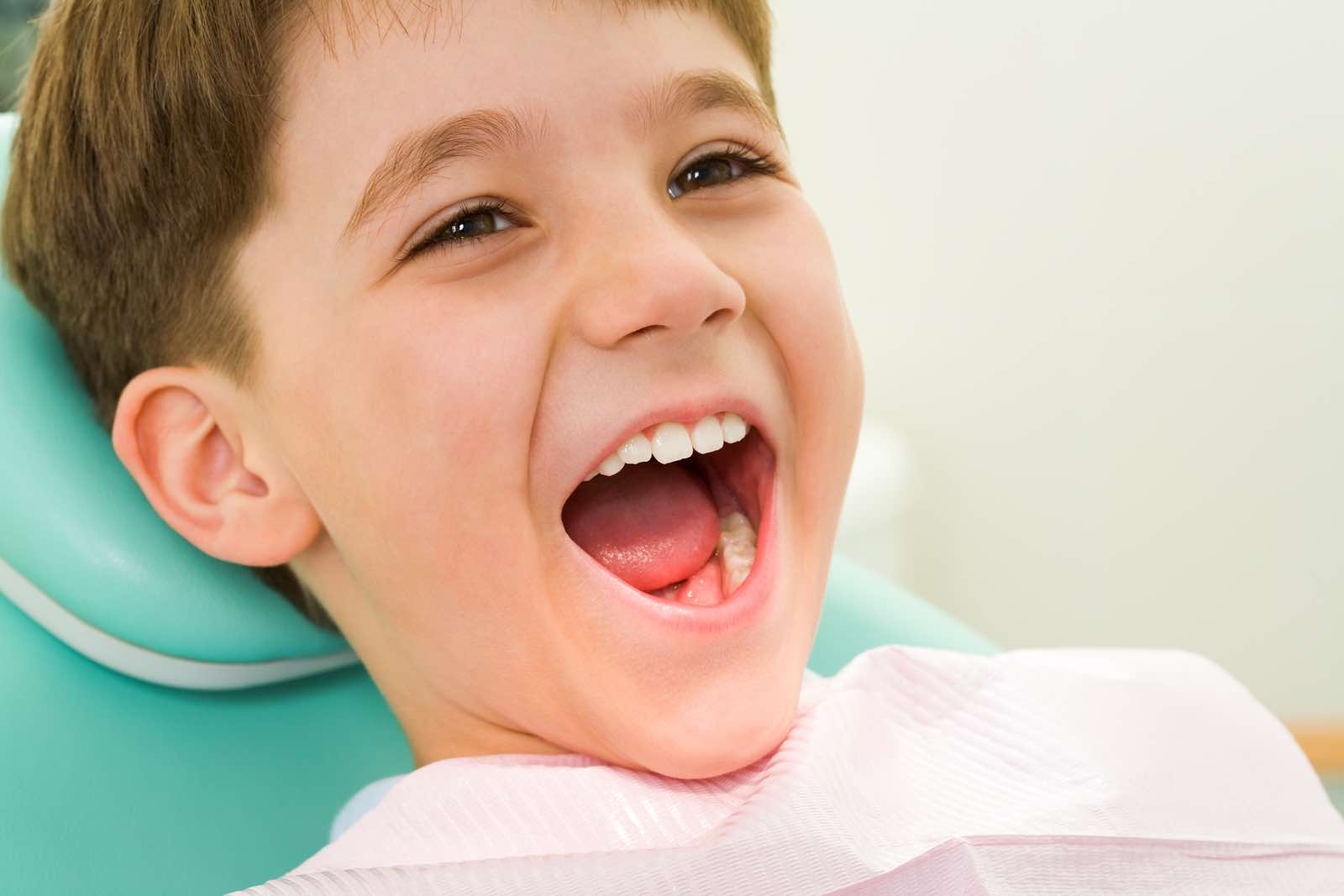 Kid at dental office. Bellaire dentist